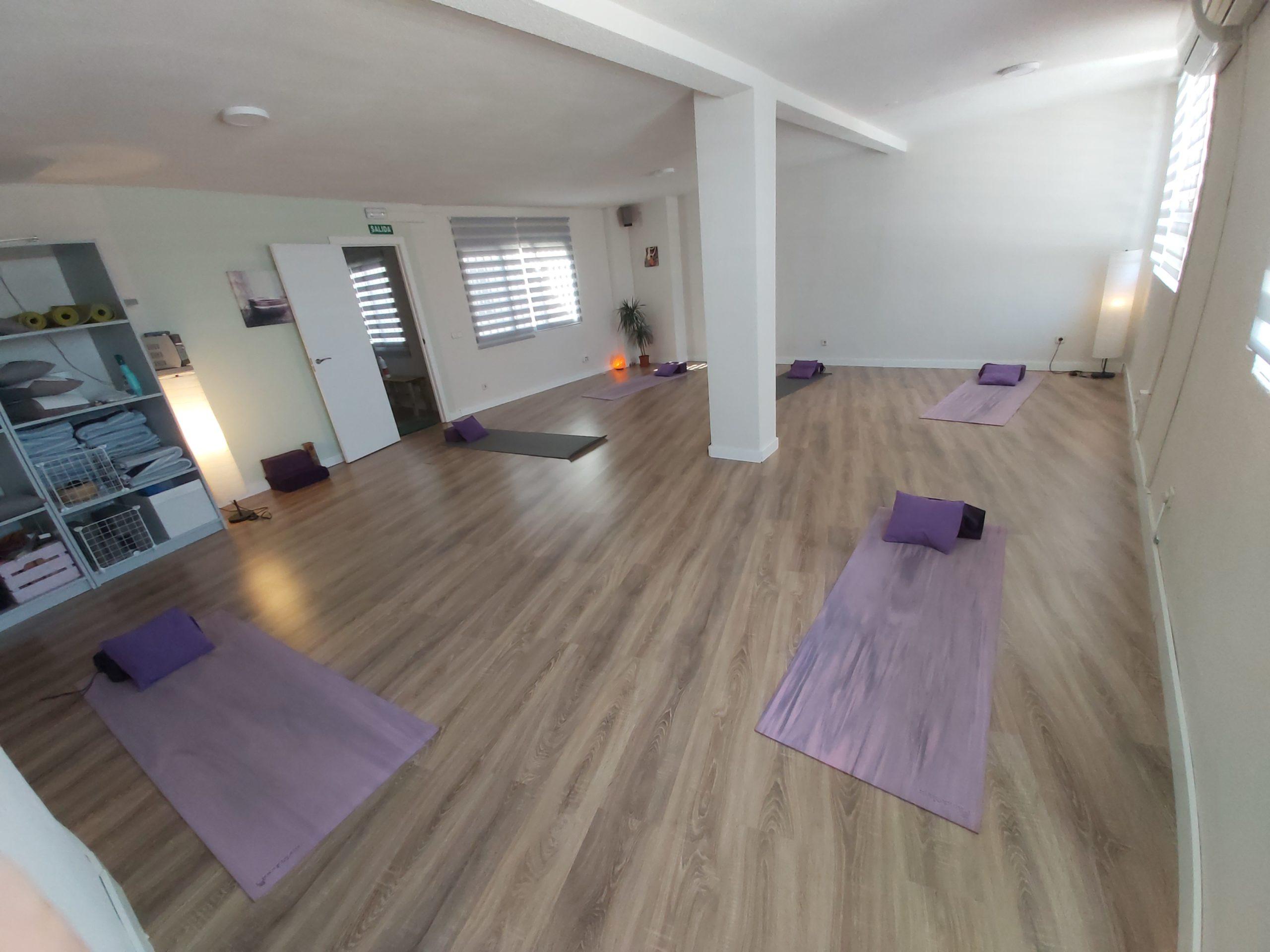 clases-de-yoga-respira-yoga-alquiler-de-salas